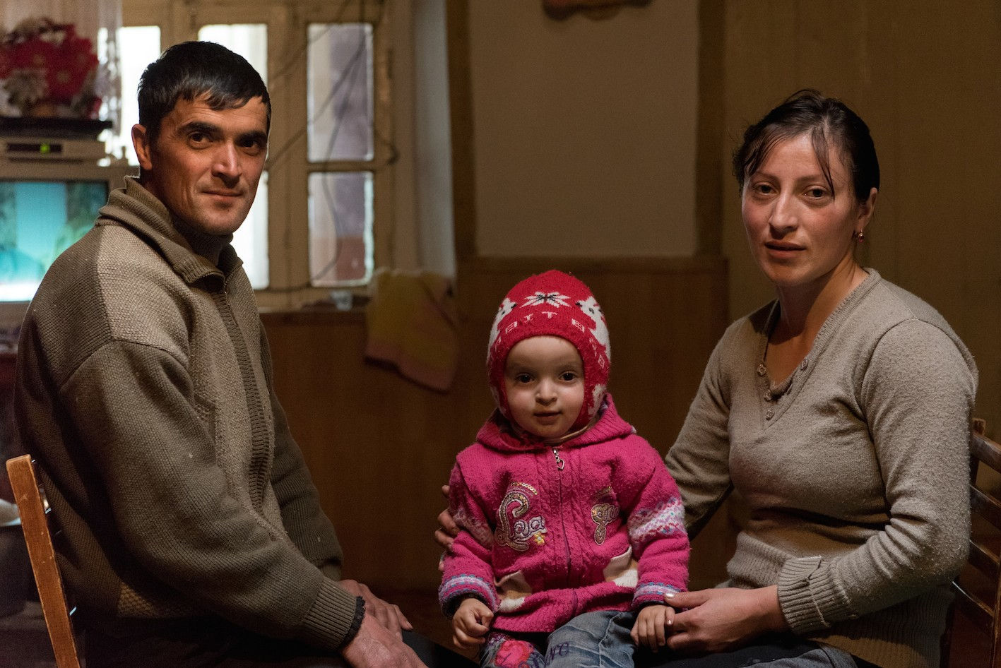 Dans la famille Khalfaïmedov : Zaour, 34 ans, chauffeur, Aïnour, 28 ans, femme au foyer et Nouraï, 2 ans