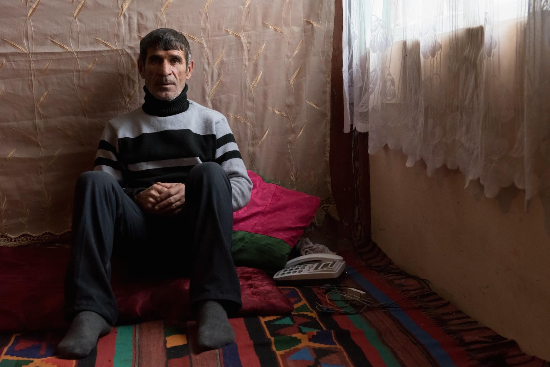 Babakhanov Timour, 48 ans, 3 enfants, ouvrier du bâtiment