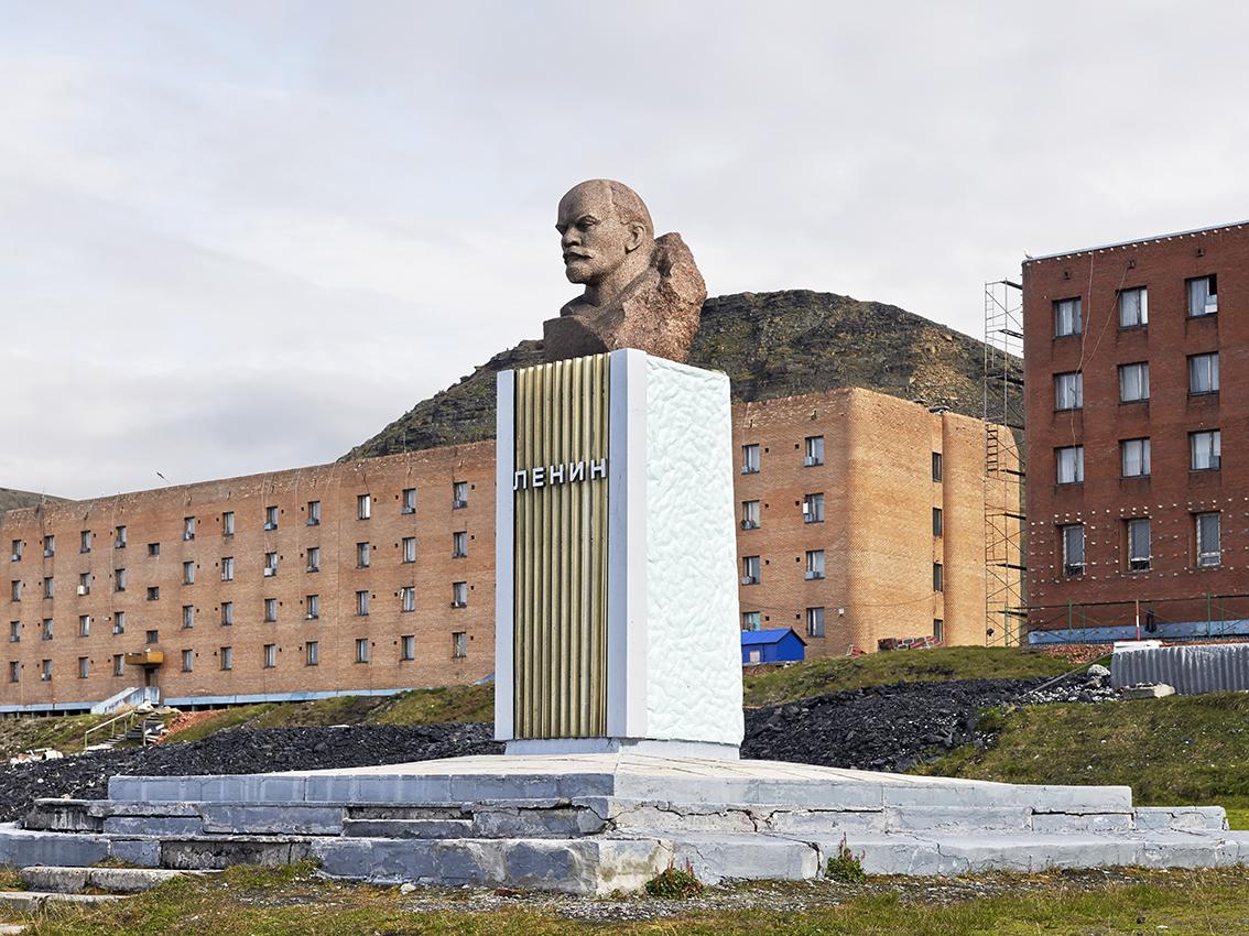 Buste de Lénine sur la place centrale.