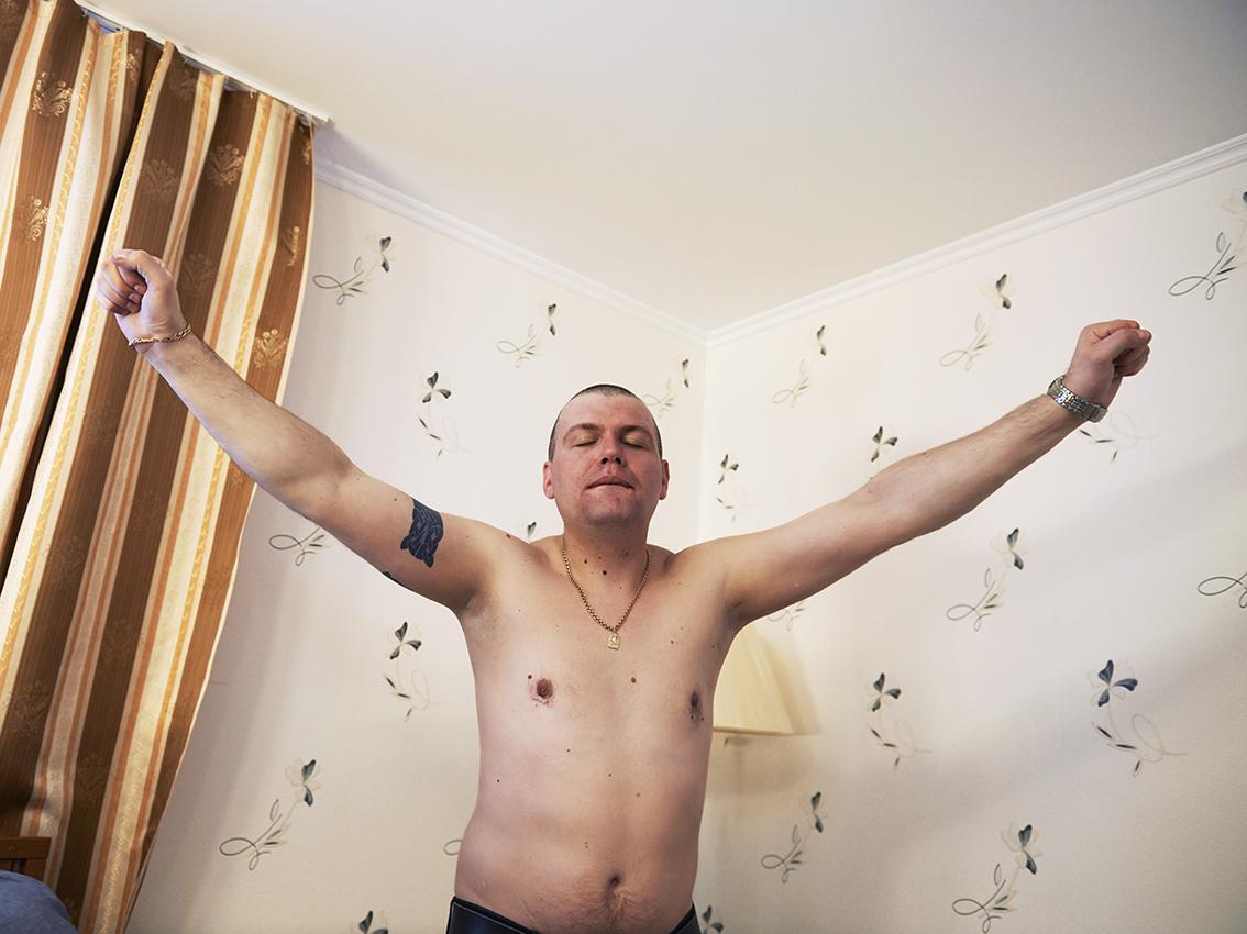 Sasha, électricien, est arrivé en 2007 de Rostov-sur-le-Don avec sa femme Nastia.