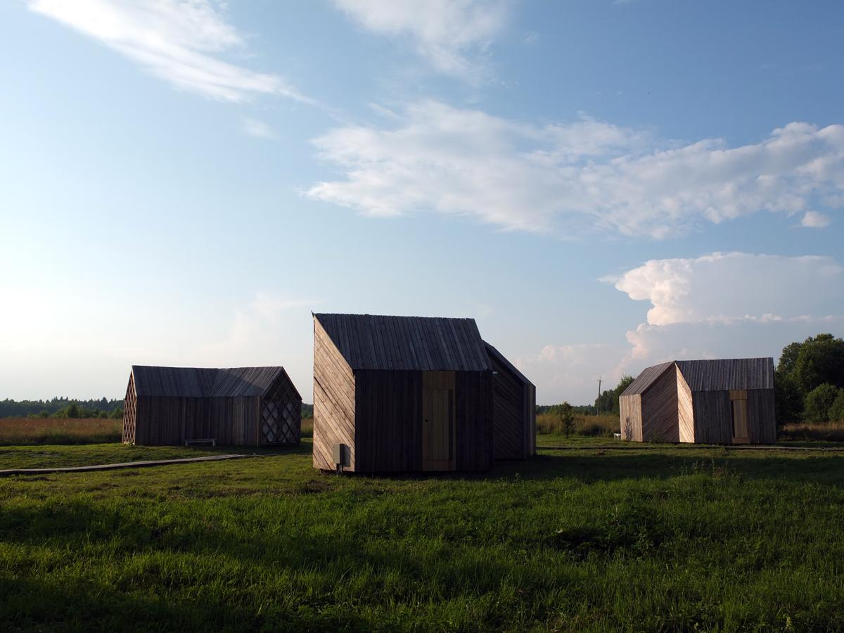 Aux rebutés du camping, le festival propose la location de petits chalets confortables.